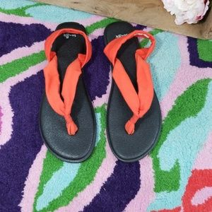 Sanuk triangle yoga orange sandals Size 10